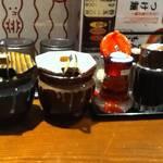 麺場居酒屋 ラの壱 - 左から辛子高菜、紅ショウガ