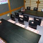 活魚・うなぎ・一品料理 タコ八 - 座椅子が全ての席に置かれていてリラックスできます