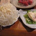 くいしんぼ えん - (左)ミニ大根サラダ5円、(右)ポテトサラダ5円