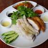 海南チキンライス 夢飯 - 料理写真:海南ハーフ&ハーフチキンライス中、パクチー、揚げゆでタマゴのカレー煮