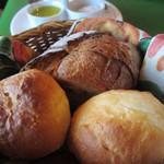 15531048 - パン・オリーブオイルとお塩