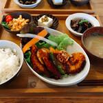 キエラ - 料理写真:トンカツランチ(全貌)