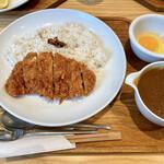 キッチンよい一日 - 料理写真:『天元豚カツカレー+生卵』様(1390円+100円)※税抜。