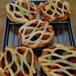 155349426 - ルバーブとチェリーのパイ