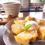 apa apa cafe - フレンチトーストベーグル バニラアイス添え (500円), コーヒー (H) (400円)