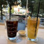 ロクシタン カフェ - * オレンジアイスティー 980円 * アイスオーガニックコーヒー 780円