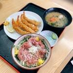 花いち - 料理写真:まぐろ中落ち丼、海老フライ4本、カニ汁付き 税別1000円
