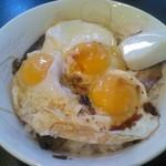 梁山泊 - 焼き豚卵飯大盛りはたまごが3つのスペシャル