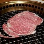 15536315 - 焼きしゃぶ1  まず肉を広げて、