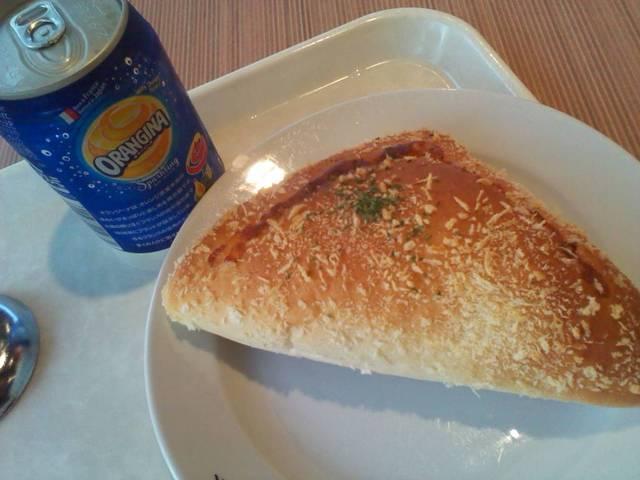 レストハウス ローズパーク - ハムチーズパン¥180 オレンジソーダ¥120♪
