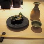 鮨 仙酢 - 青魚の磯辺巻き & 冷酒1合(あたごのまつ 純米吟醸 ささら)