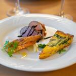 Baruerisutorantetaburie - 北海道産鴨肉の燻製、カポナータ添え ニューカレドニア産天使の海老の炭火焼 ほうれん草とベーコンのキッシュ