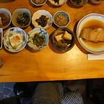 甘味処 篠 - 篠定食のおかず これにお代わり自由のごはんと味噌汁が付きます。