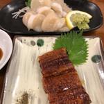 亀松 - ホタテ刺しに鰻蒲焼串