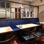 DRA セブン - 店内(テーブル席)