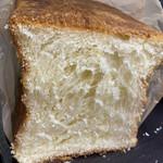 モンシェール - プレーンデニッシュ食パン¥1.000(デニッシュ食パン)