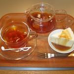 レン - 川根本町の地元の農家さんが作られた川根紅茶を使ったレアチーズケーキ♪結構皆さんにも好評だそうです(^^)土日限定だと聞きました。食べに来てね♪