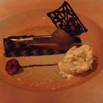 エメ・ヴィベール - クリオロ種68%ショコラのクリームとマロ ンムース マカダミアナッツのパルフェ
