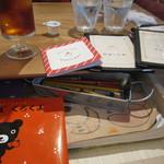 ALL C'S CAFE - テーブルの引き出しには絵本や塗り絵が!
