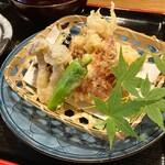 なか栄 - 料理写真:日替わりランチ「鰻蒲焼の天ぷら盛り合わせ」¥800税込