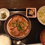 仁左衛門吟亭 - モツ煮定食
