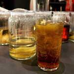BAR&DINING KAZEMACHI - バイマックル漬けウォッカのモスコミュール。「ドクターペッパー」にそっくり、面白くて爽快!