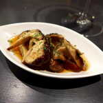 BAR&DINING KAZEMACHI - 漬けどんこしいたけのスモーク。甘辛くて食欲をそそる、後味に生姜の風味