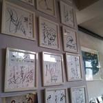 生簀屋 海 - 店内入口の色紙