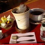 さくら茶屋 - アイスコーヒー、ミニあんみつ(抹茶みつ)