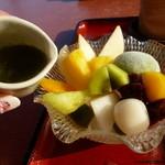さくら茶屋 - 抹茶アイス大福には抹茶みつをかけていただきます