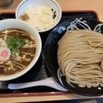 松戸富田製麺 - 2021/7/24 ランチで利用。 とみ田の濃厚カレーつけ麺(950円) +小ライス(100円)