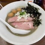 煮干し中華そば 魚魚 - 料理写真: