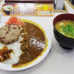 15546574 - ハンバーグ&カレー+豚汁変更 800円