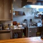 麺鮮醤油房 周月 - 厨房