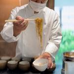 155485575 - 斉藤さんによる山椒麺投入!
