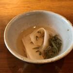 九〇萬 - 自然薯とじゅん菜 煎り酒と鰹出汁で