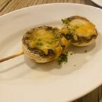 表参道 バッカス - マッシュルームとゴルゴンゾーラチーズ焼き