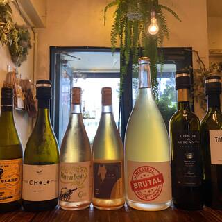 スペイン産の自然派ワインを中心に約50種類ご用意