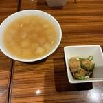 横浜中華街 重慶飯店 - ランチのスープ