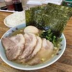 ラーメン六角家 - チャーシュー麺900円・味玉100円・ライス100円