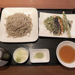 鈴や - 料理写真:野菜天もりそば1,000円