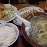 15552196 - タンメン・唐揚げセットと餃子