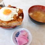 ドライブイン雪国 - カツ丼+味噌汁+漬物