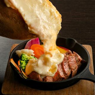 ラクレットチーズのステーキや仙台牛がおすすめです!