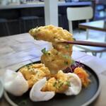 155532462 - *このお値段ですのに、海老が大きくてビックリ。5本盛られ海老がプリプリでお味付けも良く美味しい。