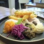 155532463 - ◆副菜もタップリでどれも美味しい。「ポテサラ」「キャロットラベ」「紫キャベツマリネ」「茄子炒め」など