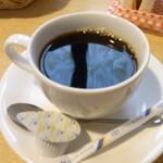 クイーンズベーカリーカフェ - コーヒーは飲み放題