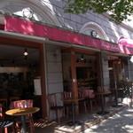 クイーンズベーカリーカフェ - 気候の良い日はテラス席がいいかも