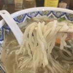 中国ラーメン揚州商人 - 野菜ラーメン、中太麺リフト