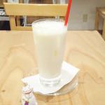 15556703 - バナナジュース350円。